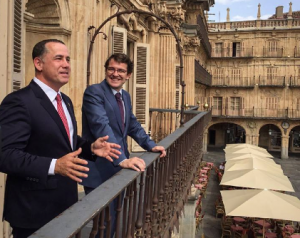 Not every student gets to hang out with the Rector of the University of Salamanca Daniel Hernández Ruipérez and Mayor of Salamanca Alfonso Fernández Mañueco, in this picture to the right